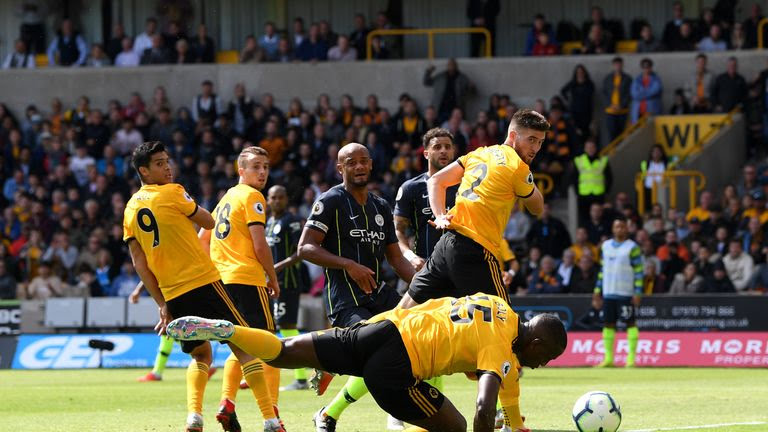 Willy Boly gives Wolves a 1-0 lead